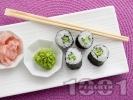 Рецепта Лесно суши за вегетарианци с краставица и сусам